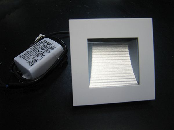 LED WALL LIGHT * PRI-CORTE-1.5W : 10-30VDC & 240VAC